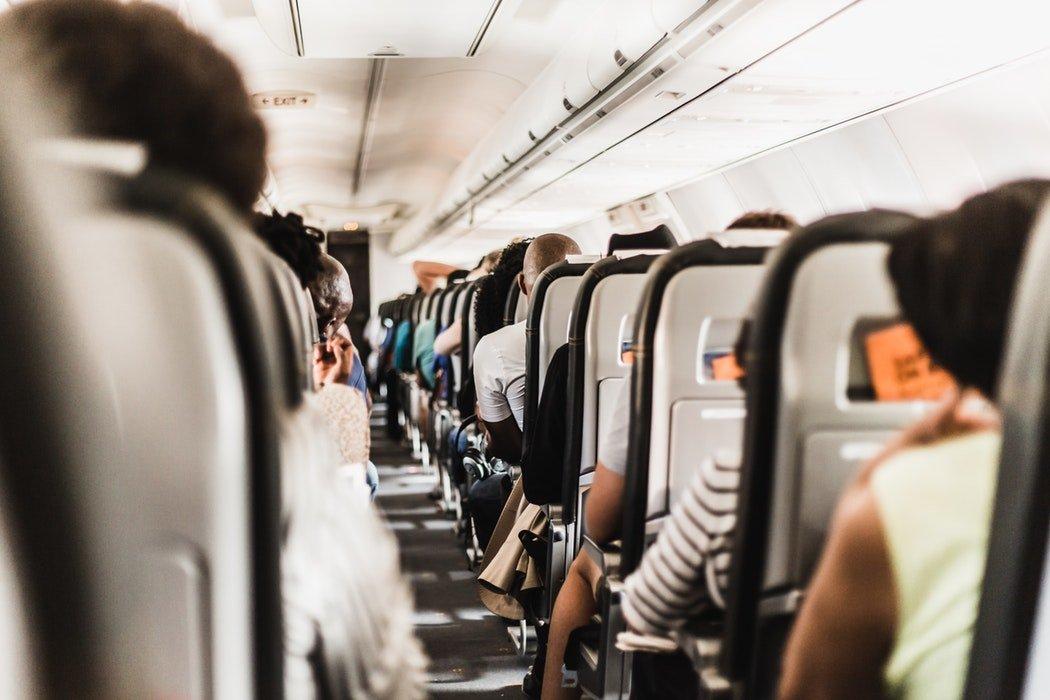 Bezpieczna podróż samolotem – czyli zanim wsiądziesz na pokład