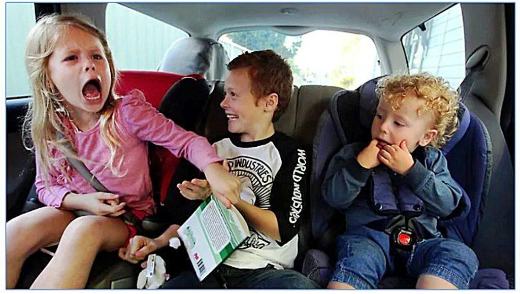 Jak zabawić dzieci w podróży i uniknąć wojen na tylnym siedzeniu